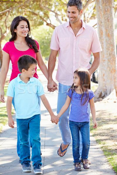 Foto stock: Família · caminhada · suburbano · rua · mulheres · criança