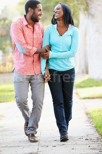 Cuplu mers suburban stradă împreună dragoste Imagine de stoc © monkey_business