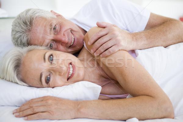 Photo stock: Couple · lit · ensemble · souriant · portrait · chambre