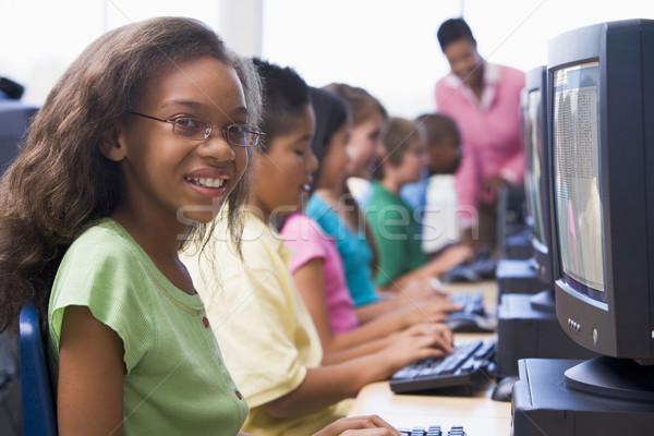 Szkoła podstawowa komputera klasy kobiet dziewczyna dzieci Zdjęcia stock © monkey_business