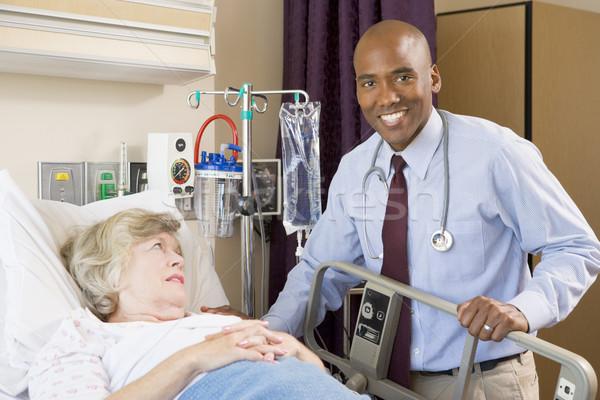 Stok fotoğraf: Doktor · yukarı · hasta · çalışmak · hastane