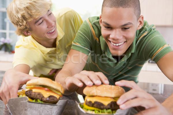 Ragazzi adolescenti mangiare home divertimento teen adolescente Foto d'archivio © monkey_business