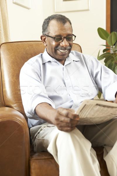 Stockfoto: Senior · man · vergadering · fauteuil · lezing · krant