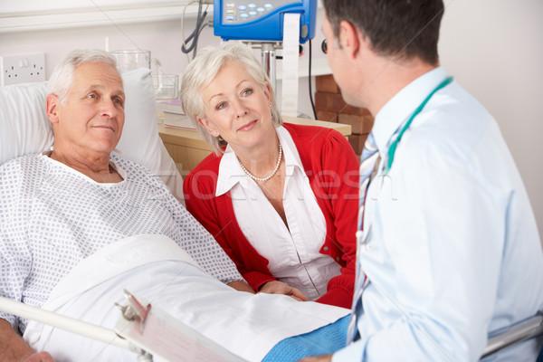 Orvos beszél idős pár kórház férfi orvosi Stock fotó © monkey_business