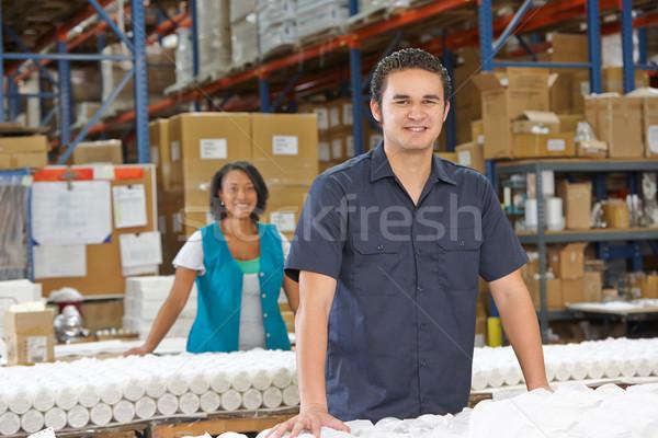 заводской рабочий товары производства линия женщины окна Сток-фото © monkey_business