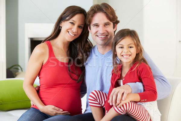 Famiglia incinta madre rilassante divano insieme Foto d'archivio © monkey_business