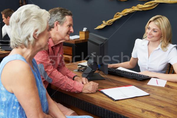 Hotel receptionist helpen controleren kantoor Stockfoto © monkey_business