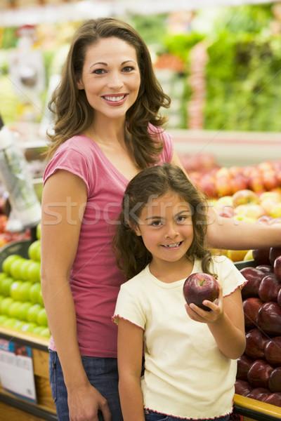 Foto d'archivio: Madre · figlia · acquisto · frutta · fresca · supermercato · ragazza