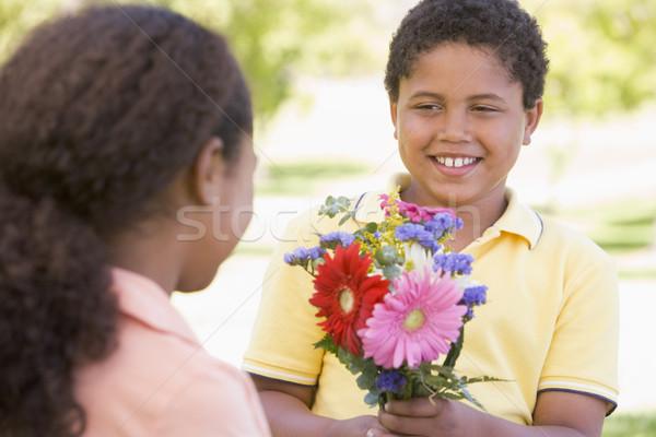 ストックフォト: 若い女の子 · 花 · 笑みを浮かべて · 子供 · 幸せ