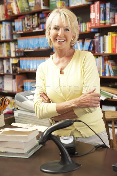 Vrouwelijke boekenwinkel eigenaar vrouw boek winkel Stockfoto © monkey_business