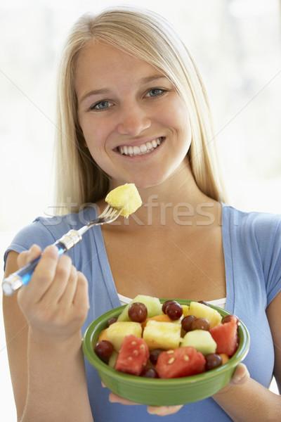 Alimentação frutas frescas salada mulher menina Foto stock © monkey_business