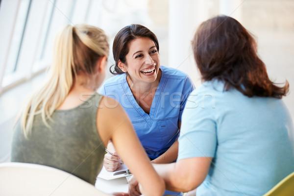 Enfermeira reunião mãe hospital mulher Foto stock © monkey_business