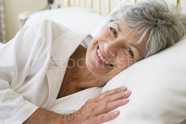 женщину кровать улыбающаяся женщина улыбаясь спальня старший Сток-фото © monkey_business