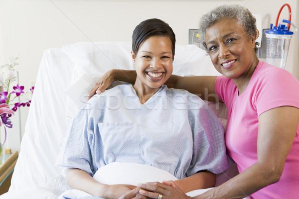 Foto d'archivio: Madre · figlia · sorridere · ospedale · donne · sostegno