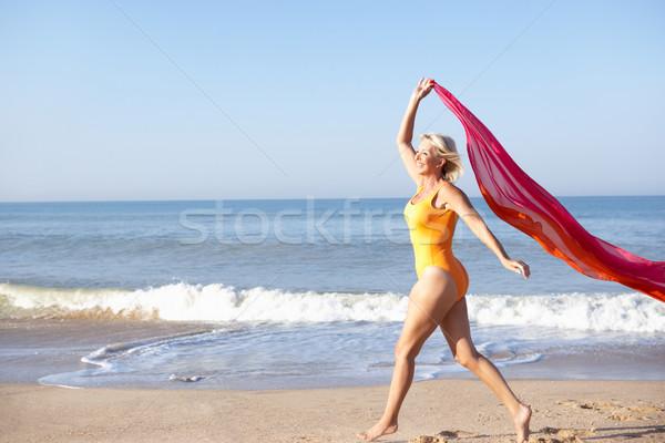 старший женщину ходьбе пляж человек отпуск Сток-фото © monkey_business