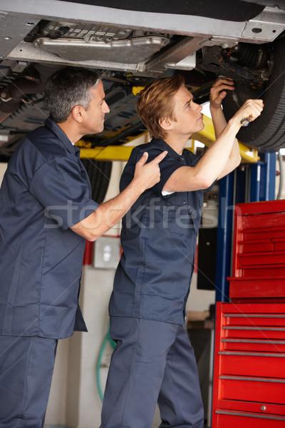 Mechanika munka férfiak dolgozik kerék szerelő Stock fotó © monkey_business