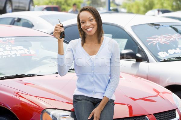Nő szőlőszüret új autó felfelé boldog pénzügy Stock fotó © monkey_business