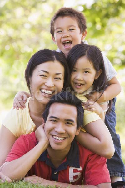 ストックフォト: 家族 · 屋外 · 笑みを浮かべて · 少女 · 子供 · 子供