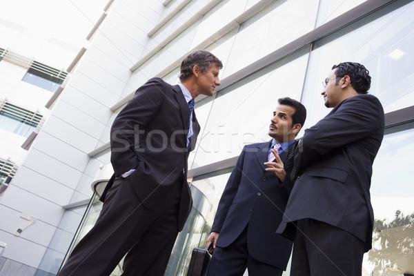 Photo stock: Groupe · affaires · parler · à · l'extérieur · immeuble · de · bureaux · modernes