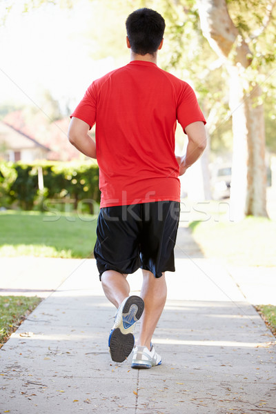 Vedere din spate masculin alergător suburban stradă Imagine de stoc © monkey_business