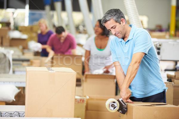 Munkások raktár áru férfi nők doboz Stock fotó © monkey_business