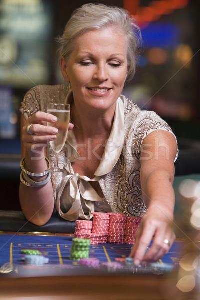 女性 ギャンブル ルーレット 表 カジノ 飲料 ストックフォト © monkey_business