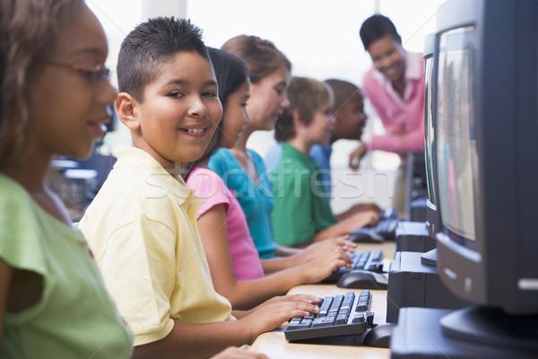 Szkoła podstawowa komputera klasy mężczyzna dzieci dziecko Zdjęcia stock © monkey_business