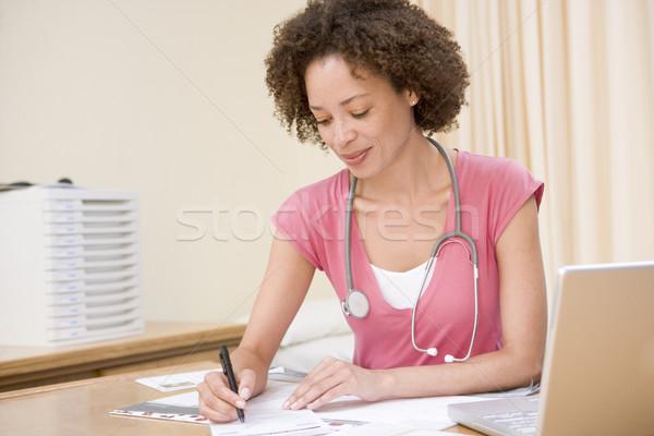 врач ноутбука Дать медицинской здоровья Сток-фото © monkey_business