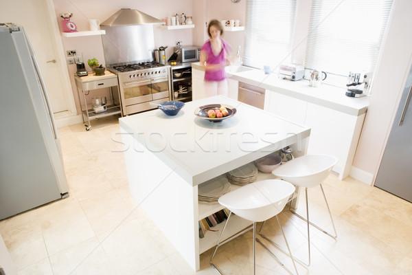 женщину кухне домой мебель женщины Сток-фото © monkey_business