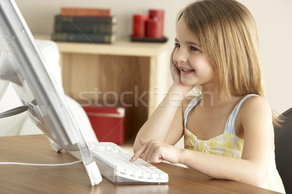 Stockfoto: Jong · meisje · home · meisje · internet · technologie