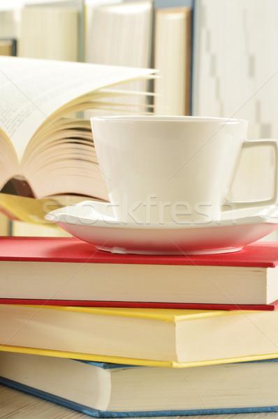 Kitaplar fincan kahve içmek okuma Stok fotoğraf © monticelllo