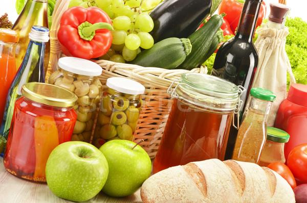 Bakkal ürünleri alışveriş sepeti su meyve sağlık Stok fotoğraf © monticelllo