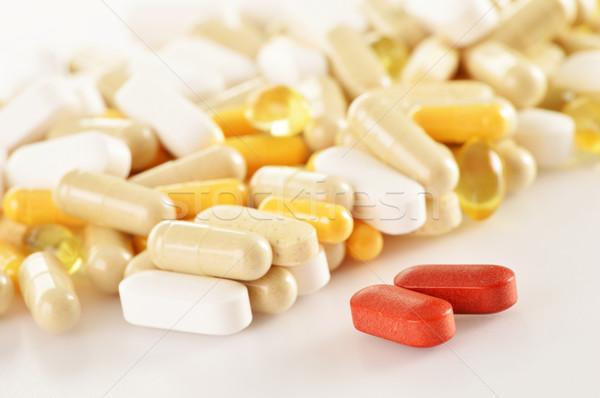 Cápsulas drogas pastillas alimentos naturaleza Foto stock © monticelllo