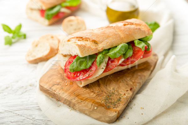 Tomate mozzarella baguette frescos albahaca primavera Foto stock © Moradoheath