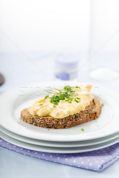 Tojás saláta friss snidling szalonna teljes kiőrlésű kenyér Stock fotó © Moradoheath