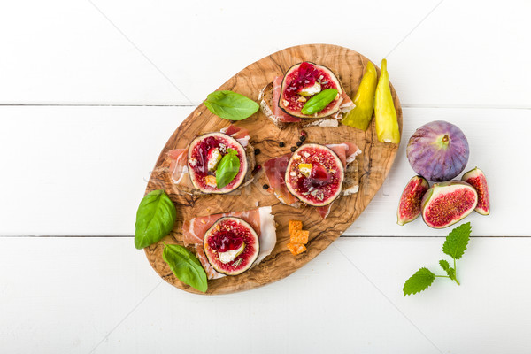 Bruschetta ham basilicum brood koken Stockfoto © Moradoheath