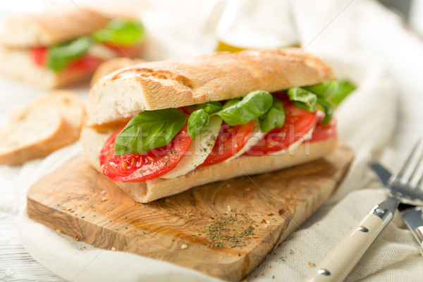 Сток-фото: томатный · моцарелла · багет · свежие · базилик · весны
