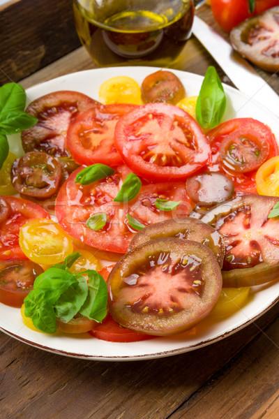 Colorido tomate ensalada albahaca verde amarillo Foto stock © Moradoheath