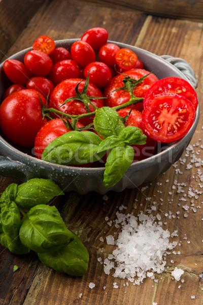 Stockfoto: Vers · tomaten · kom · basilicum · zout · studio