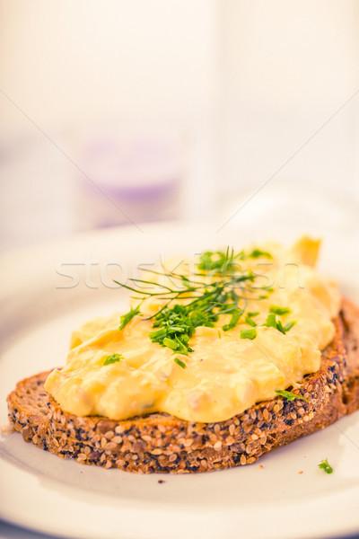 Ei salade vers bieslook spek volkorenbrood Stockfoto © Moradoheath