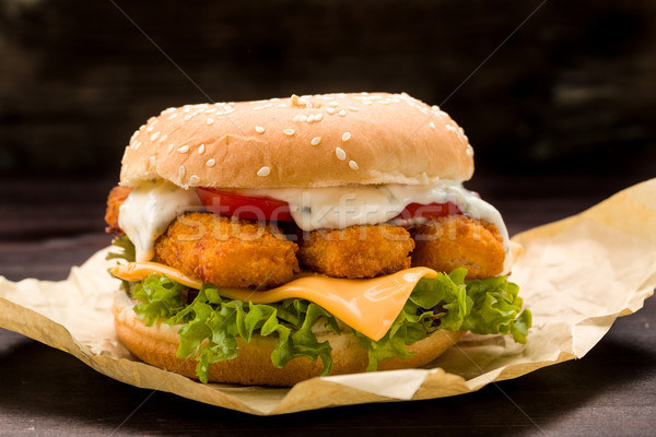 魚 ハンバーガー 指 新鮮な レタス トマト ストックフォト © Moradoheath