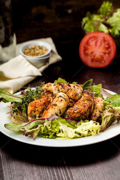 Csirkemell saláta friss paradicsom eszik barbecue Stock fotó © Moradoheath