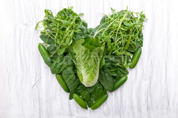 Vert légumes forme de coeur fraîches régime alimentaire saine Photo stock © Moradoheath