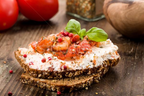 Сыр из козьего молока хлеб базилик томатный продовольствие сыра Сток-фото © Moradoheath