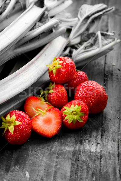 Aardbeien vers houten ondergrondse vruchten gezondheid Stockfoto © Moradoheath
