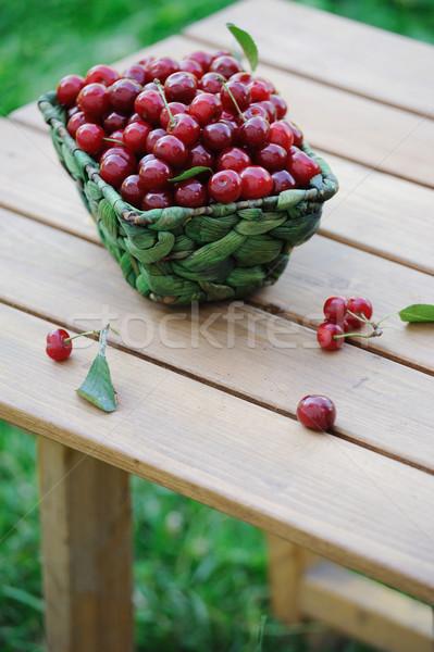 Maduro cerejas cesta mesa de madeira ao ar livre comida Foto stock © Moravska