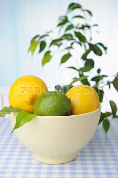 Сток-фото: чаши · свежие · лимоны · таблице · зеленый · растений