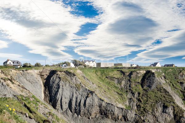 Házak szirt perem égbolt tájkép szépség Stock fotó © morrbyte