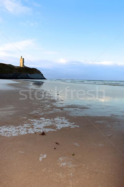 Buz gibi plaj kale deniz görmek İrlanda Stok fotoğraf © morrbyte