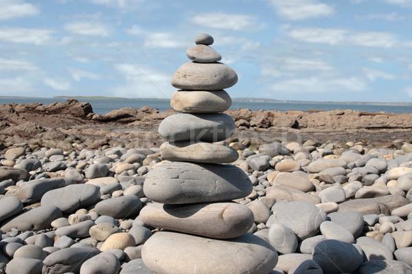 Spirituális kövek kiegyensúlyozott higgadt tengerpart part Stock fotó © morrbyte